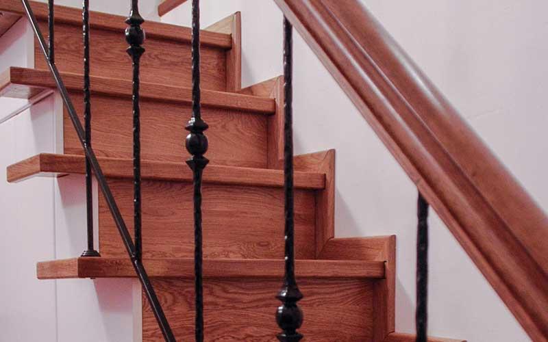 Ξύλινες σκάλες δρυς.