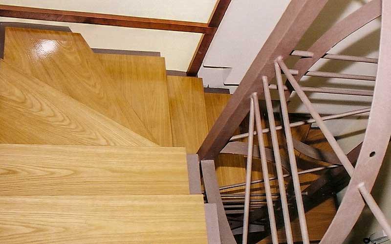 Ξύλινες σκάλες Merbau.